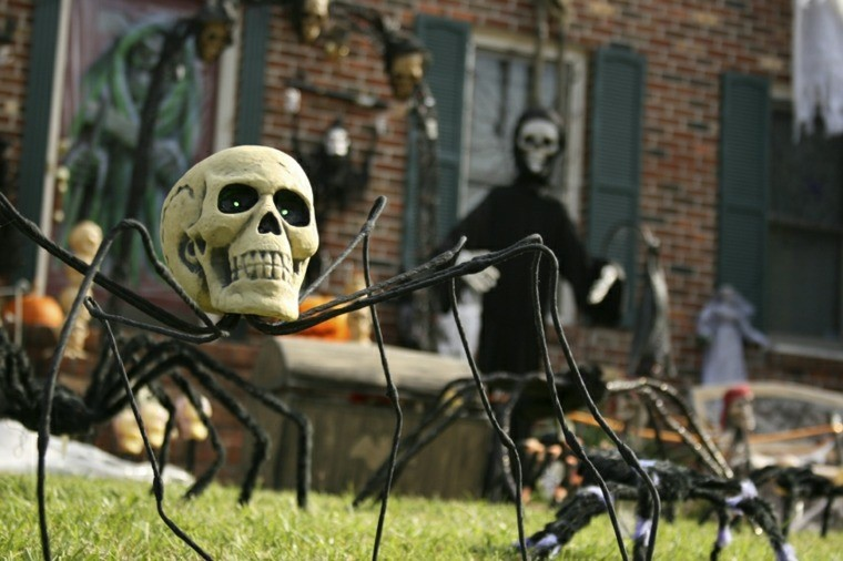 decoracion-de-las-puertas-de-casa-en-halloween-26